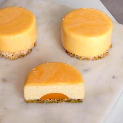 Små kager med passionsfrugt, pistacie og glaze